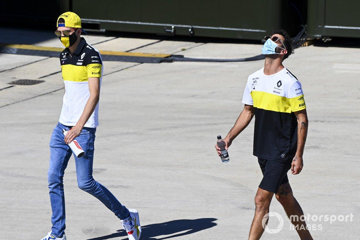 Esteban Ocon, Renault F1 e Daniel Ricciardo, Renault F1