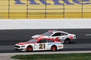 Matt DiBenedetto, Wood Brothers Racing, Motorcraft/Quick Lane Ford Mustang, Ryan Newman, Roush Fenway Racing, Guaranteed Rate Ford Mustang