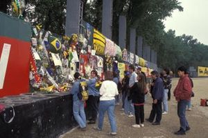 Fans pay tribute to Ayrton Senna