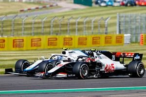Nicholas Latifi, Williams FW43, in battaglia con Kevin Magnussen, Haas VF-20