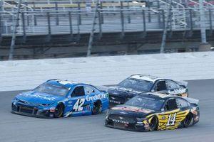 Clint Bowyer, Stewart-Haas Racing, Ford Mustang DEKALB Matt Kenseth, Chip Ganassi Racing, Chevrolet Camaro Credit One Bank