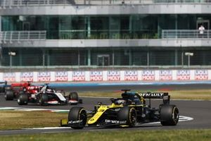 Daniel Ricciardo, Renault F1 Team R.S.20, Romain Grosjean, Haas VF-20