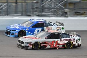 Cole Custer, Stewart-Haas Racing, HaasTooling.com Ford Mustang, Ricky Stenhouse Jr., JTG Daugherty Racing, Kroger Chevrolet Camaro