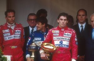Ayrton Senna, McLaren, Jean Alesi, Tyrrell, Gerhard Berger, McLaren, S.A.S. el Príncipe Alberto, Jean-Marie Balestre, Presidente de la FIA