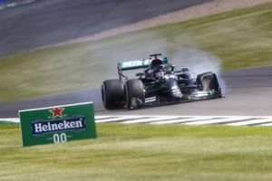 Lewis Hamilton, Mercedes-AMG F1 with a puncture on his front tyre