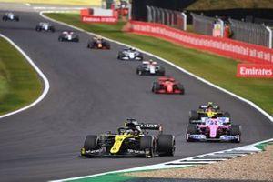 Daniel Ricciardo, Renault F1 Team R.S.20, Lance Stroll, Racing Point RP20, and Esteban Ocon, Renault F1 Team R.S.20