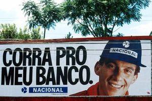Bandera de Brasil apoyando a Ayrton Senna