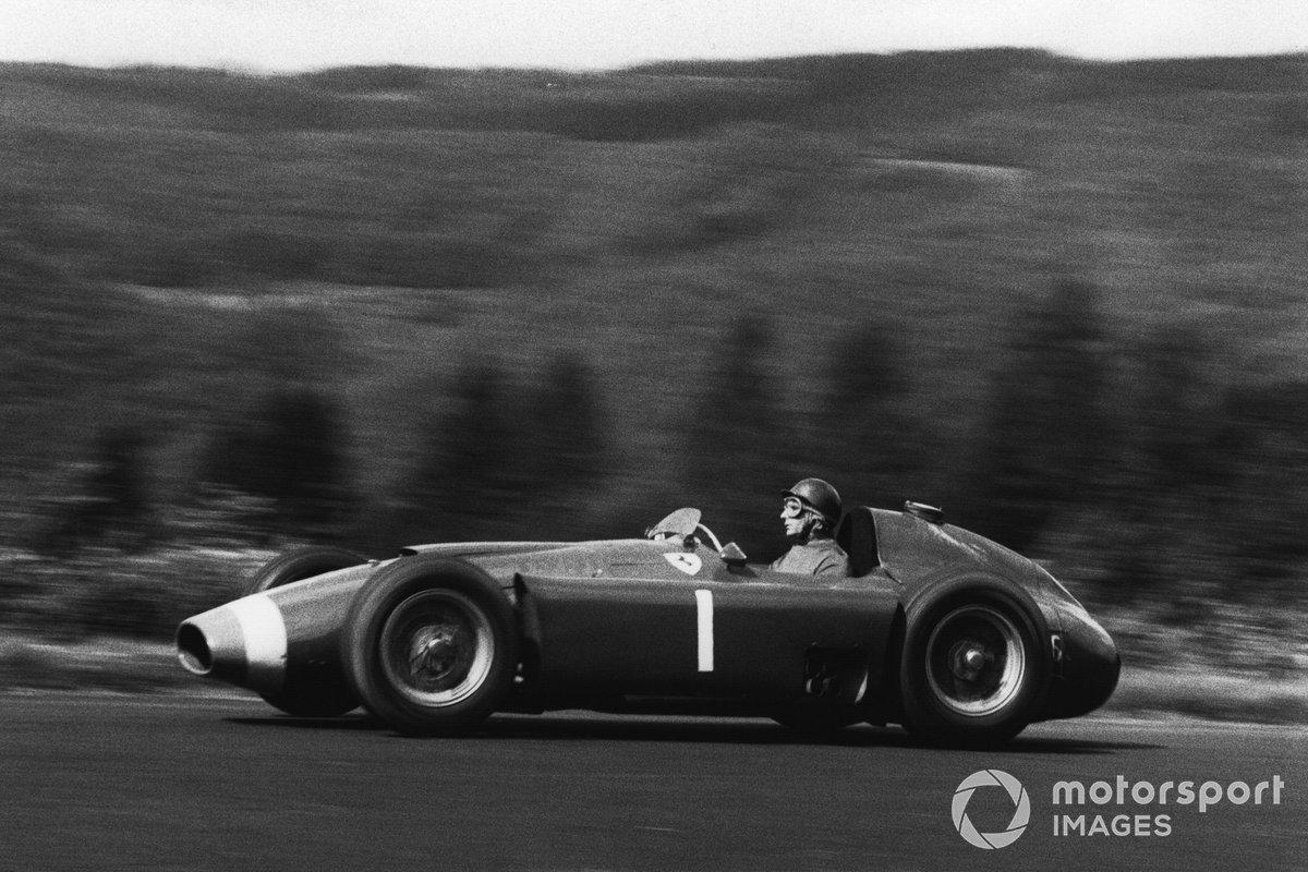 Лидером Ferrari был Хуан-Мануэль Фанхио. Блистательный аргентинец стал сильнейшим в двух предыдущих чемпионатах и в возрасте 45 лет пребывал в отличной форме