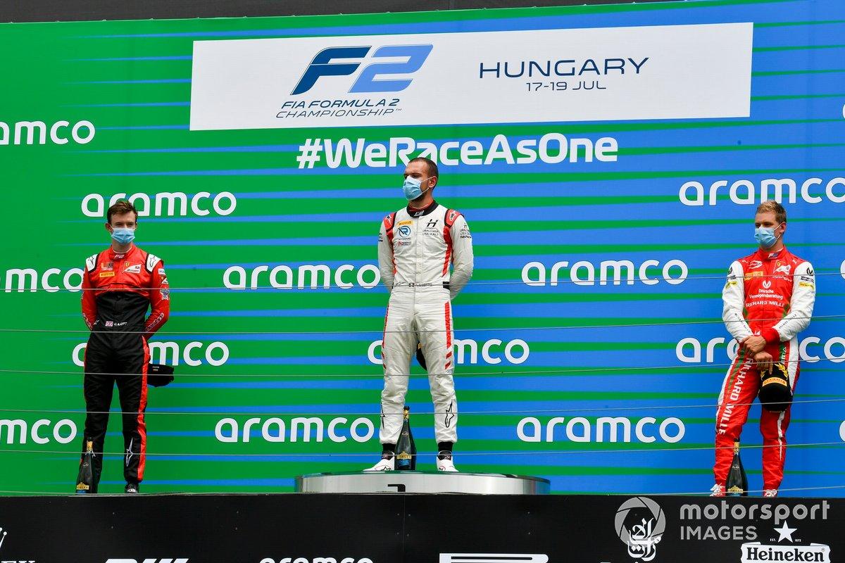 Podio: Callum Ilott, UNI-Virtuosi, Mick Schumacher, Prema Racing y Luca Ghiotto, Hitech Grand Prix