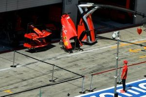 Mick Schumacher, Prema Racing, Ferrari SF1000'e bakıyor