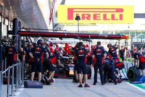 Команда Red Bull Racing отрабатывает пит-стопы