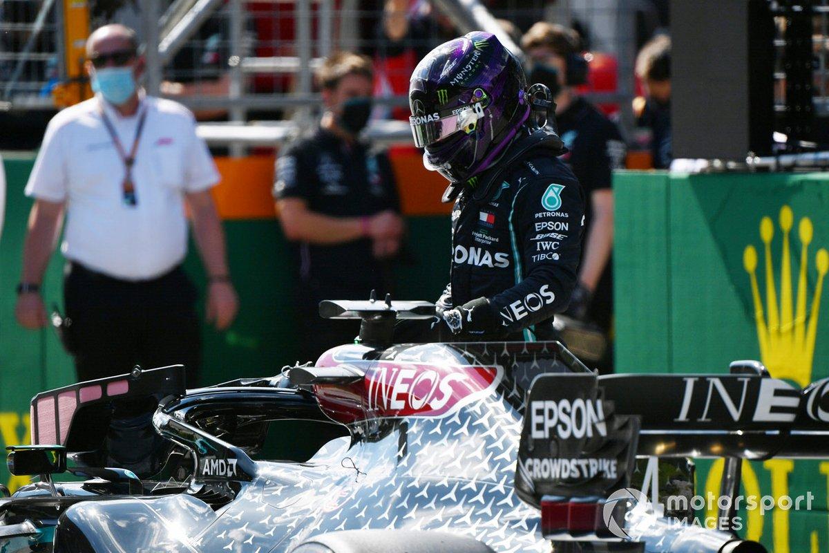 Lewis Hamilton, Mercedes F1 W11, sulla griglia di partenza dopo la qualifica