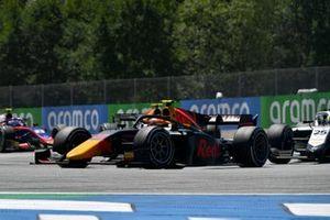 Jehan Daruvala, Carlin, leads Luca Ghiotto, Hitech Grand Prix
