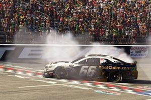 Победитель гонки Тимми Хилл