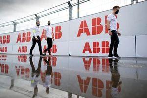 Stoffel Vandoorne, Mercedes-Benz EQ, walks the track