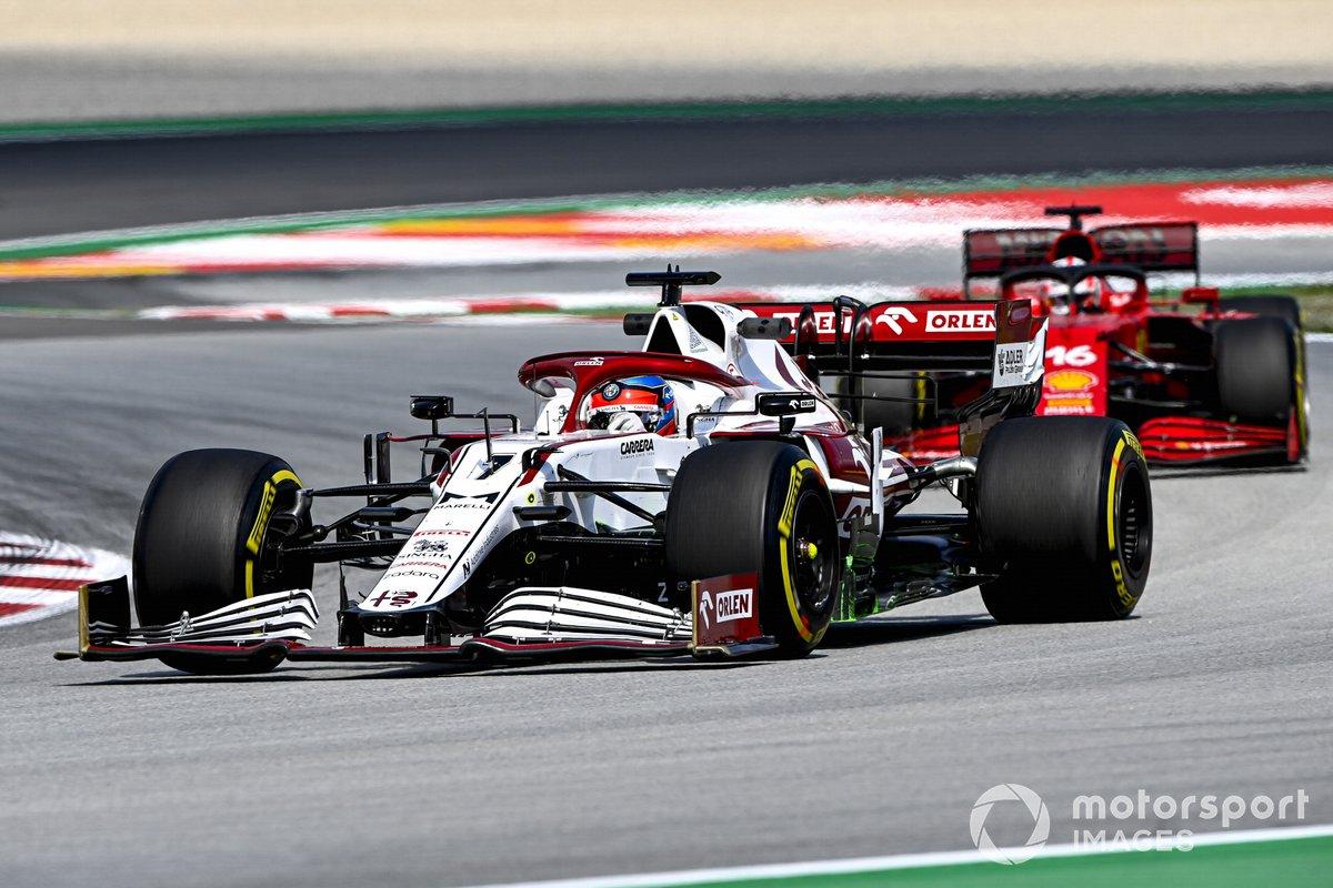 Kimi Raikkonen, Alfa Romeo Racing C41, Charles Leclerc, Ferrari SF21