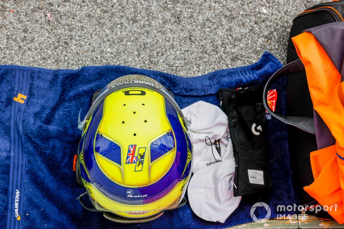 El casco de Lando Norris, McLaren, en la parrilla