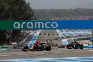 Max Verstappen, Red Bull Racing RB16B , Valtteri Bottas, Mercedes W12