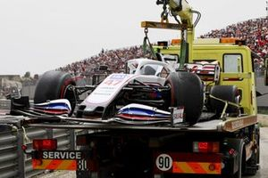 The damaged car of Mick Schumacher, Haas VF-21, on a truck