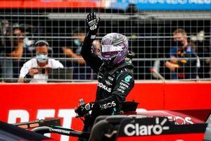 Lewis Hamilton, Mercedes, 2nd position, waves in Parc Ferme