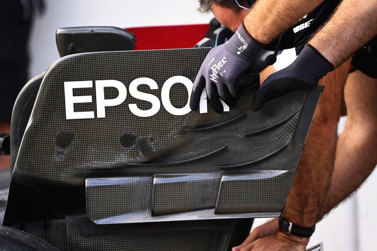 Detalle del alerón trasero del Mercedes W12