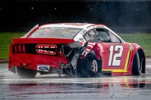 La voiture accidentée de Ryan Blaney, Team Penske, Ford Mustang BodyArmor,