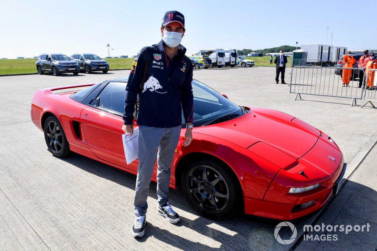 Sergio Pérez, Red Bull Racing, en un Honda NSX