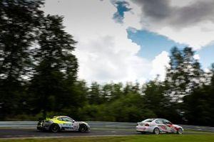 #960 Porsche 718 Cayman GT4 CS: Daniel Blickle, Tim Scheerbarth, Max Kronberg