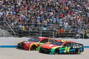 Kyle Busch, Joe Gibbs Racing, Toyota Camry M&M's Mix, William Byron, Hendrick Motorsports, Chevrolet Camaro Axalta