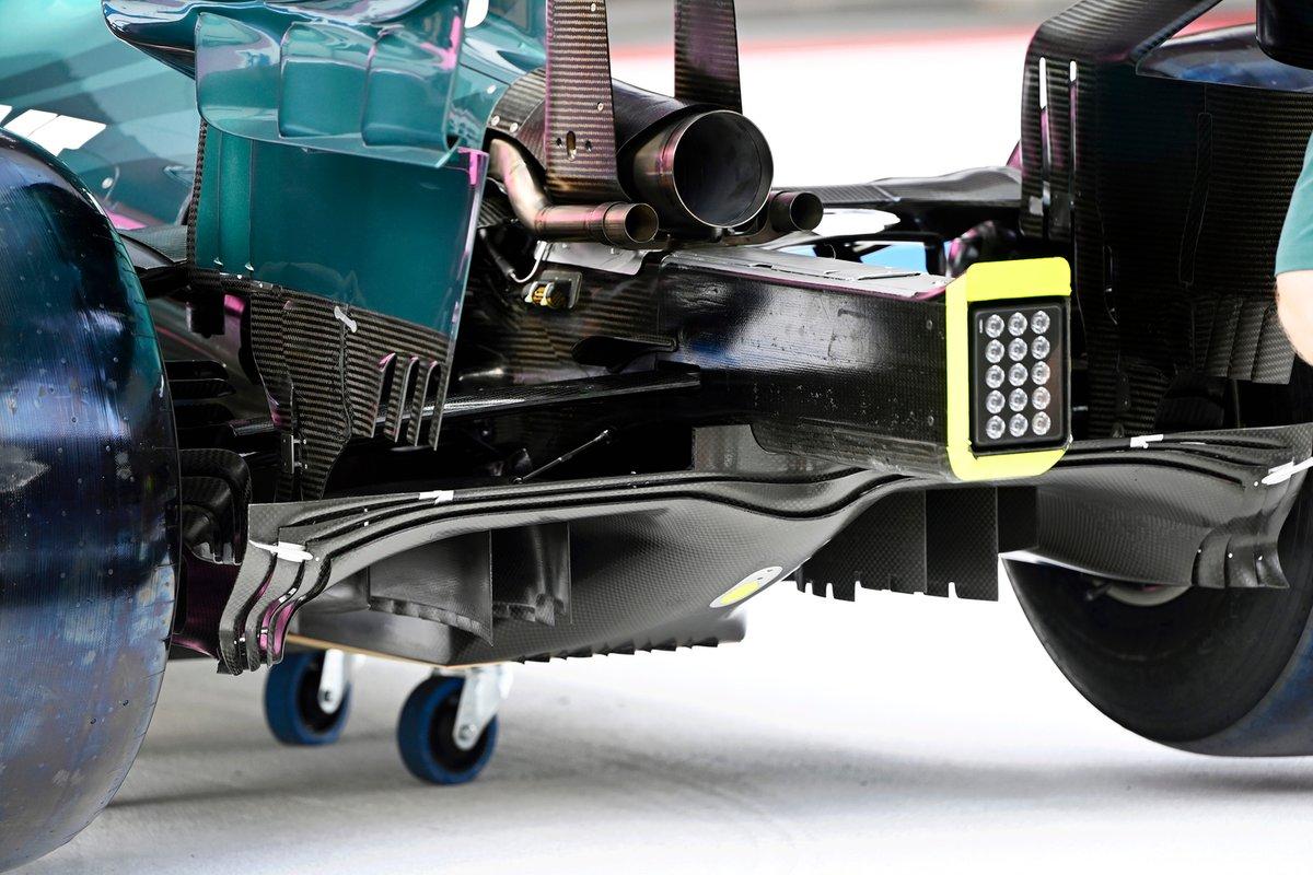 Detalle de la parte trasera del Aston Martin AMR21