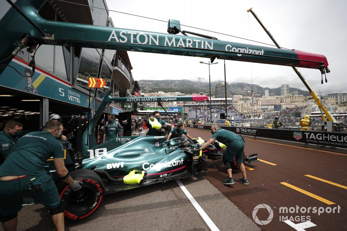 Lance Stroll, Aston Martin AMR21, torna nel garage