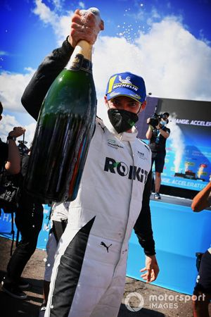 Edoardo Mortara, Venturi Racing, first position, celebrates with Champagne