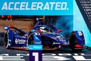 Nick Cassidy, Envision Virgin Racing, Audi e-tron FE07, terzo classificato, arriva sul podio