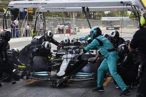 Valtteri Bottas, Mercedes W12 pit stop