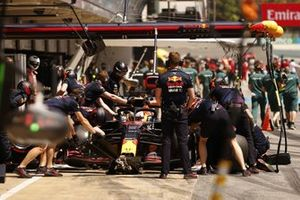 Max Verstappen, Red Bull Racing RB16B, in pits