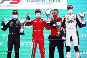 Podio: il vincitore della gara Olli Caldwell, Prema Racing, secondo classificato Victor Martins, MP Motorsport, terzo classificato Frederik Vesti, ART Grand Prix