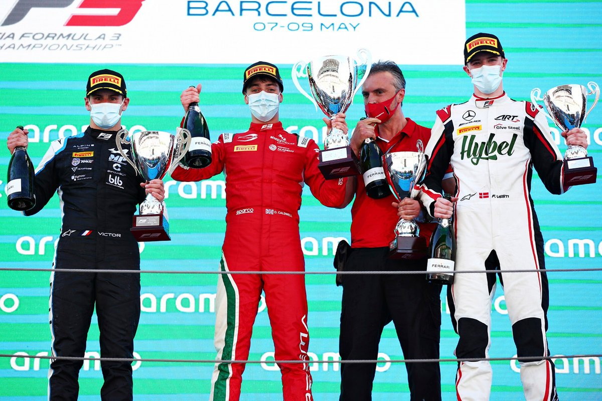 Podio: Ganador de la carrera Olli Caldwell, Prema Racing, segundo lugar Victor Martins, MP Motorsport, tercer lugar Frederik Vesti, ART Grand Prix
