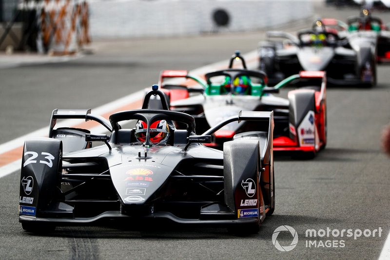 Sébastien Buemi, Nissan e.Dams, Nissan IMO2 Lucas Di Grassi, Audi Sport ABT Schaeffler, Audi e-tron FE06 into the pit lane