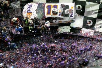 Denny Hamlin, Joe Gibbs Racing, Toyota Camry FedEx Express celebrates in victory lane