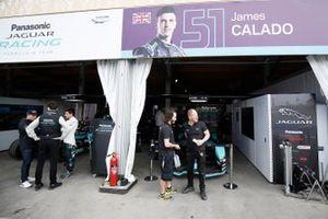 Le garage Panasonic Jaguar Racing