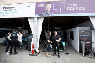 Panasonic Jaguar Racing garaje