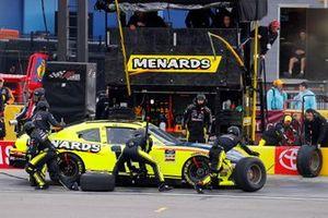 Brandon Jones, Joe Gibbs Racing, Toyota Supra Menards Jeld-Wen pit stop