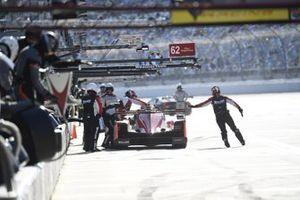 #31 Whelen Engineering Racing Cadillac DPi, DPi: Filipe Albuquerque, Pipo Derani, Mike Conway, Felipe Nasr - pit stop