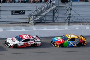 Erik Jones, Joe Gibbs Racing, Toyota Camry Sports Clips and Kyle Busch, Joe Gibbs Racing, Toyota Camry M&M's