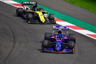 Pierre Gasly, Toro Rosso STR14, leads Daniel Ricciardo, Renault R.S.19