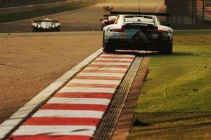 Кристиан Рид, Мэтт Кэмпбелл и Риккардо Пера, Dempsey-Proton Racing, Porsche 911 RSR (№77)