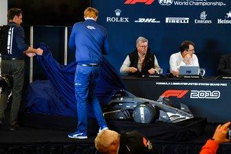 Ross Brawn, Managing Director of Motorsports, FOM, en Nikolas Tombazis presenteren de F1-regels voor 2021