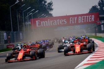 Start zum GP Mexiko 2019 in Mexico City: Charles Leclerc, Ferrari SF90, führt