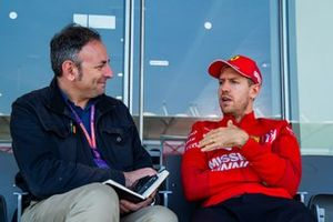 Roberto Chinchero en interview avec Sebastian Vettel, Ferrari