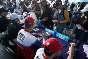 Pascal Wehrlein, Mahindra Racing, M6Electro signs autographs for fans